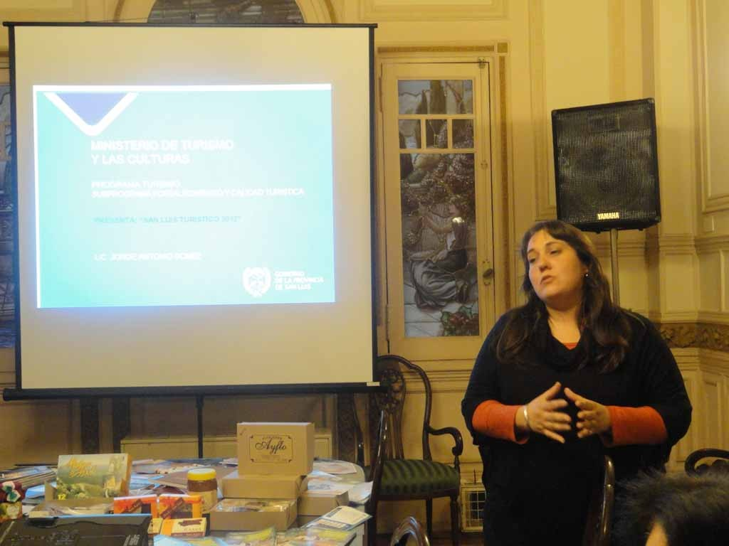 Leticia-Fernández-directora-de-Turismo-de-la-Municipalidad-Villa-de-Merlo